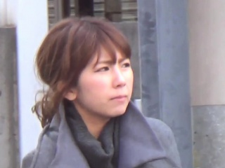 Teen pisses in toilet