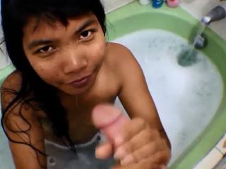 Bathtub Creamthroat Throatpie with Thai Teen Heather Yawning chasm