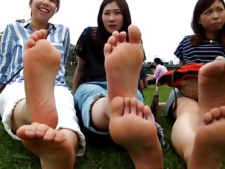 Chinese Girls Perfect Feet Writhing